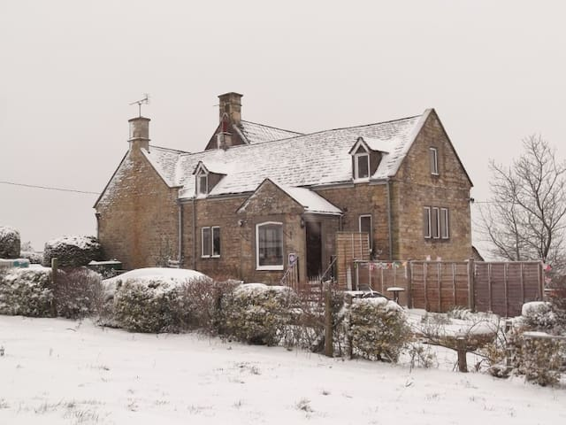 Cotswold Farm Holiday Cottage 4Star - Hillesley - บ้าน