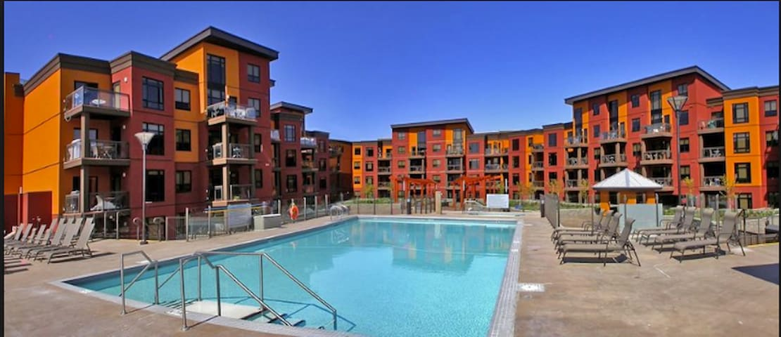 Luxury 2br Loft!w/ Pool/Wkly OFFERS - Kelowna - Apartment