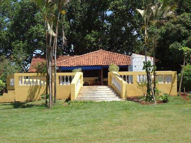 Casa de campo de frente para o rio. - Barra Bonita - Cabana