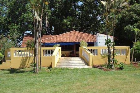Casa de campo de frente para o rio. - Barra Bonita