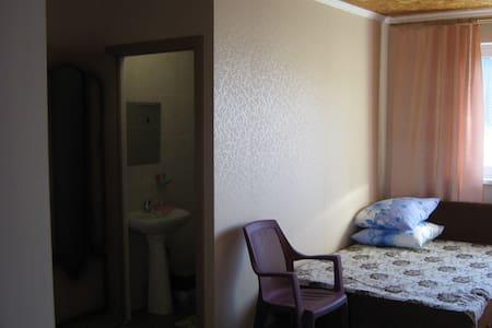 """Комнаты в доме рядом с ПЛ """"Орленок"""" - Novomikhaylovskiy - Maison"""