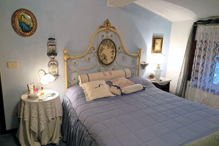 Camera in alloggio abitato in un vecchio casale - Capannori - Casa