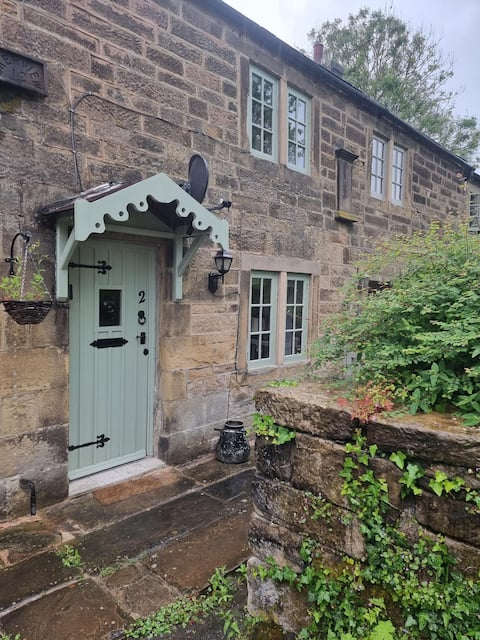 Dog friendly cottage with Private Enclosed Garden