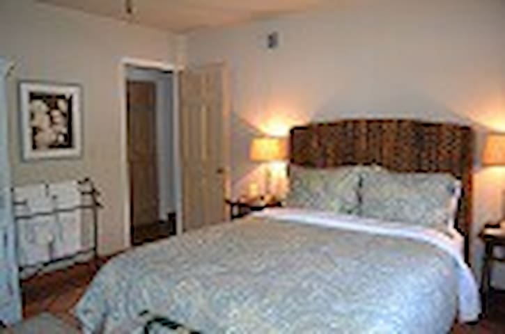 Martha's Vineyard at Kate Stanton - Encinitas - Bed & Breakfast