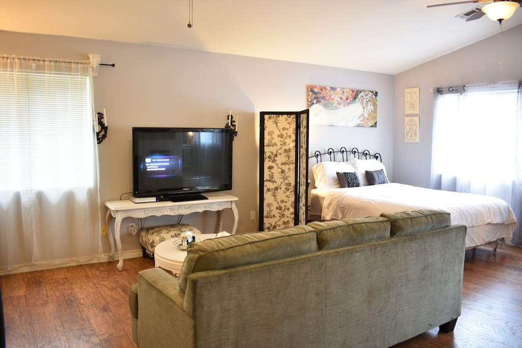 Private apartment, queen size bed, flat screen tv