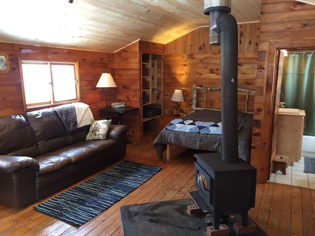 Sunrise Wilderness Cabin, Cabot Trail - Cape North - Cabin