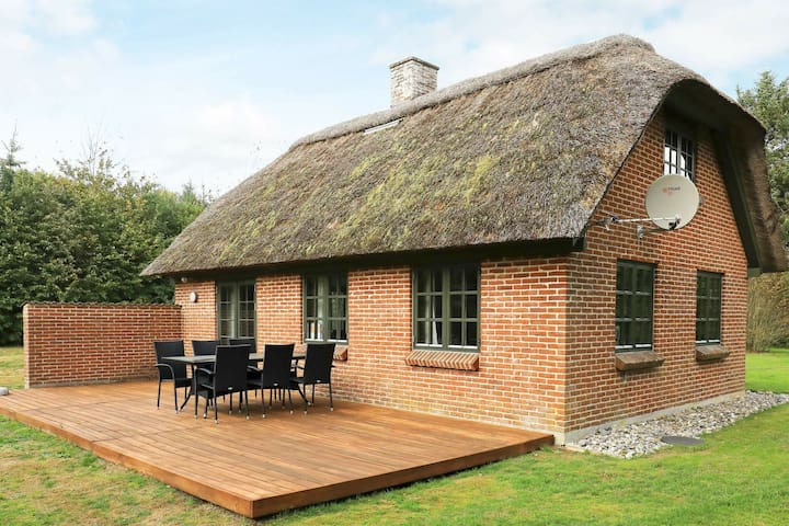 6 person holiday home in Ulfborg