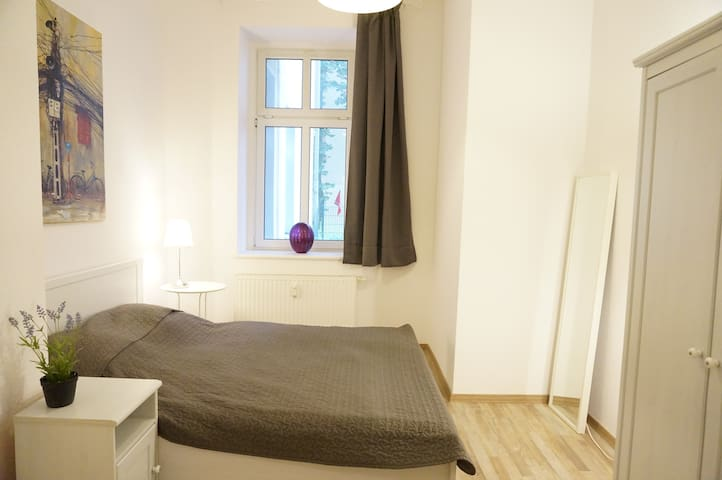 Central 2 bedroom flat for families & calm guests