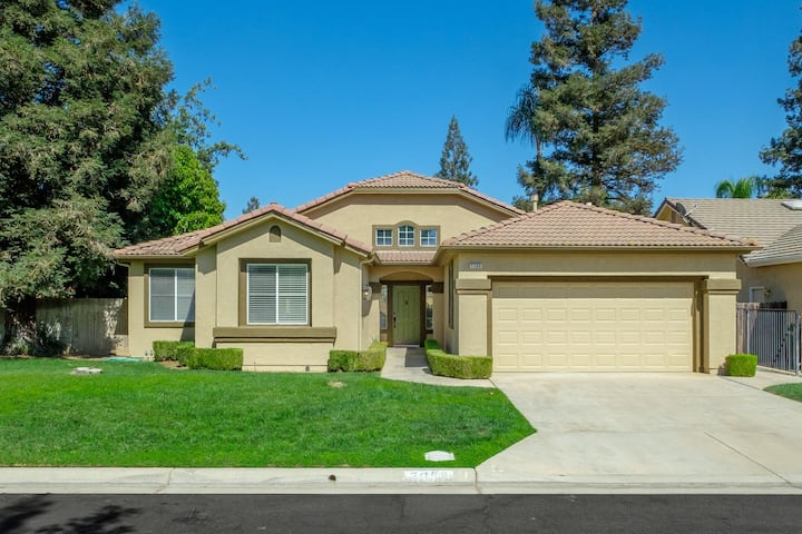 Spotless & Spectacular near Riverside Golf Course