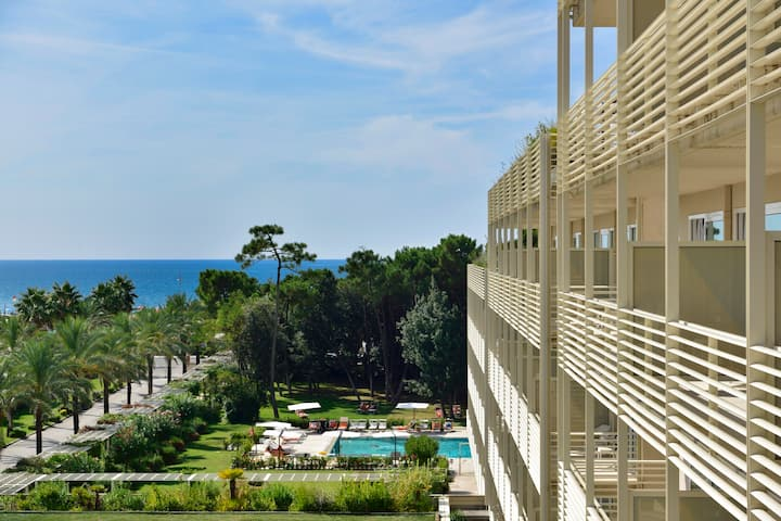 App. AC/pool/spa/tennis, 100 m from the sea