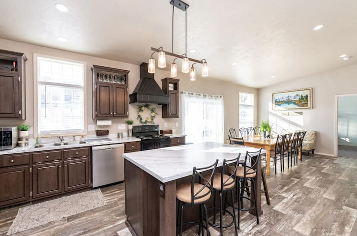 ⭐️Walking Distance to Pineview Reservoir + Closest House to Snowbasin + 2 Acres