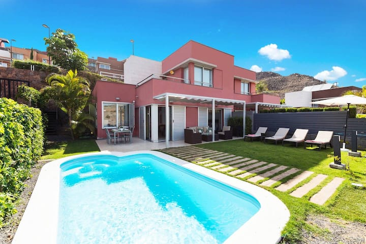 DELUXE VILLA WITH PRIVATE HEATED POOL