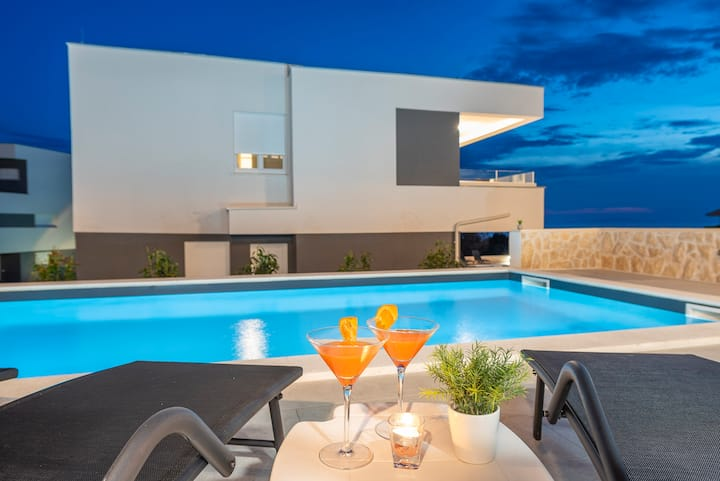 Villa Adria 1. luxury apartment with a pool