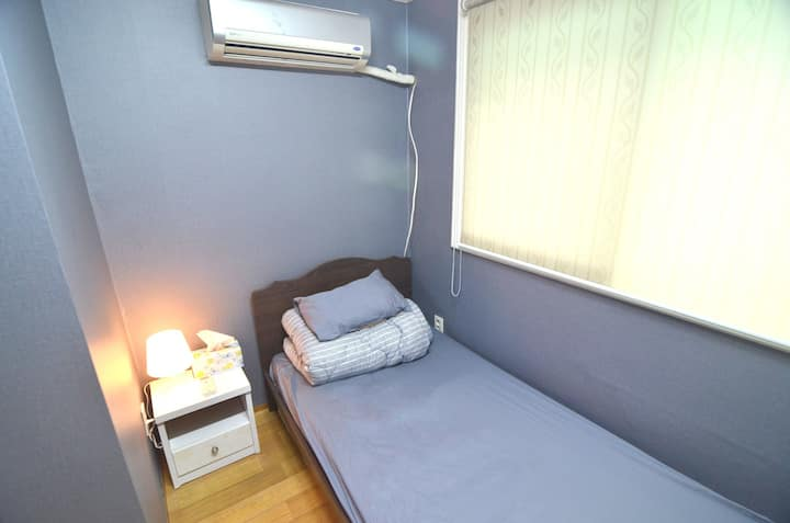 Cost-Effective Single Room in Yeonnam-dong