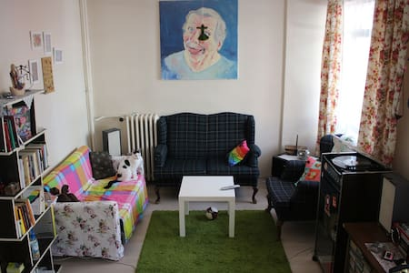 Cheap room in downtown, Near the Kızılay - Çankaya - Bed & Breakfast