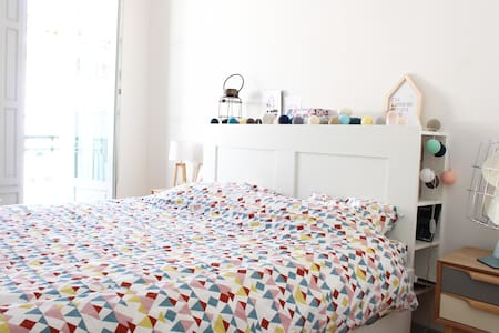 Room with 160 cm bed in cosy central flat - Béziers