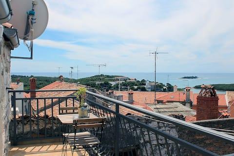 Rooftop studio w/ private seaview balcony in Vrsar