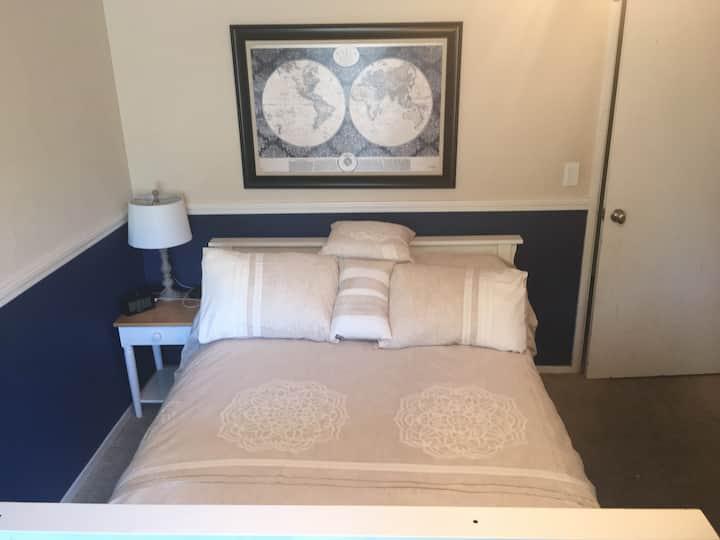 Room w/ private bath NE Fresno-Woodward area