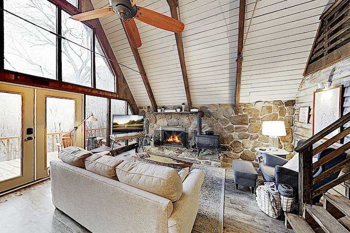 Charming A-Frame Cabin w/ Loft & Mountain Views