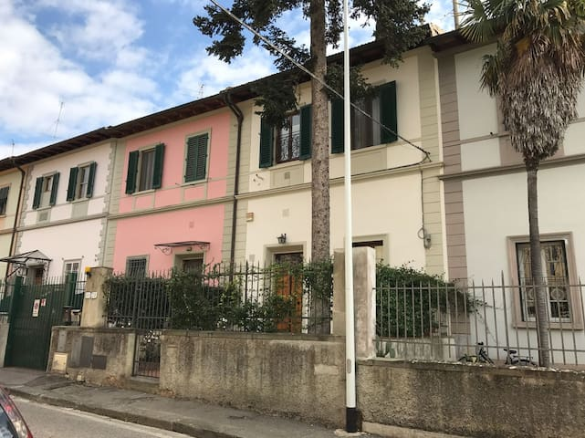 Bright apartment in elegant town house