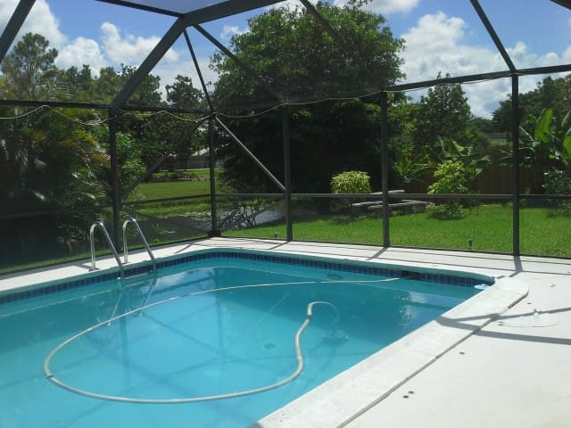 Private Room - with Pool & Lake-View - Coral Springs - Dom