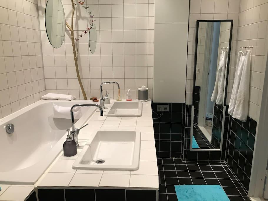 Both bath tube and shower