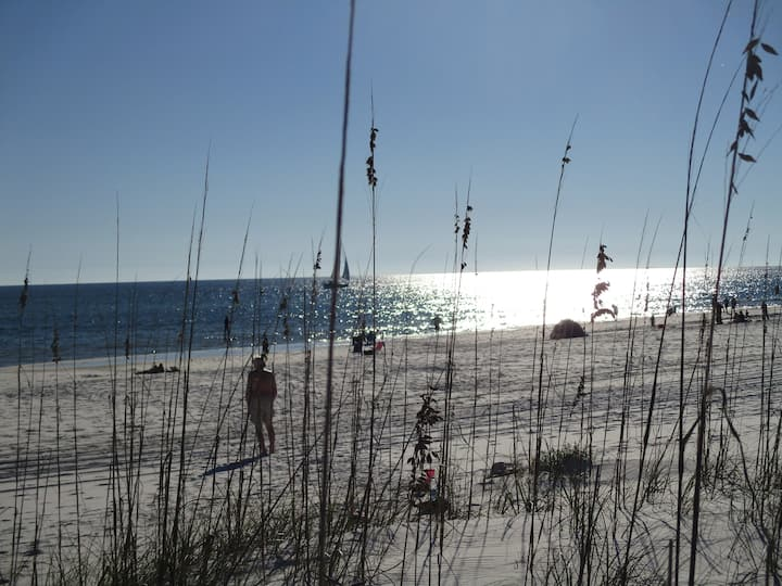 Romantic Island condo for 2 Navarre Bch pool/pier