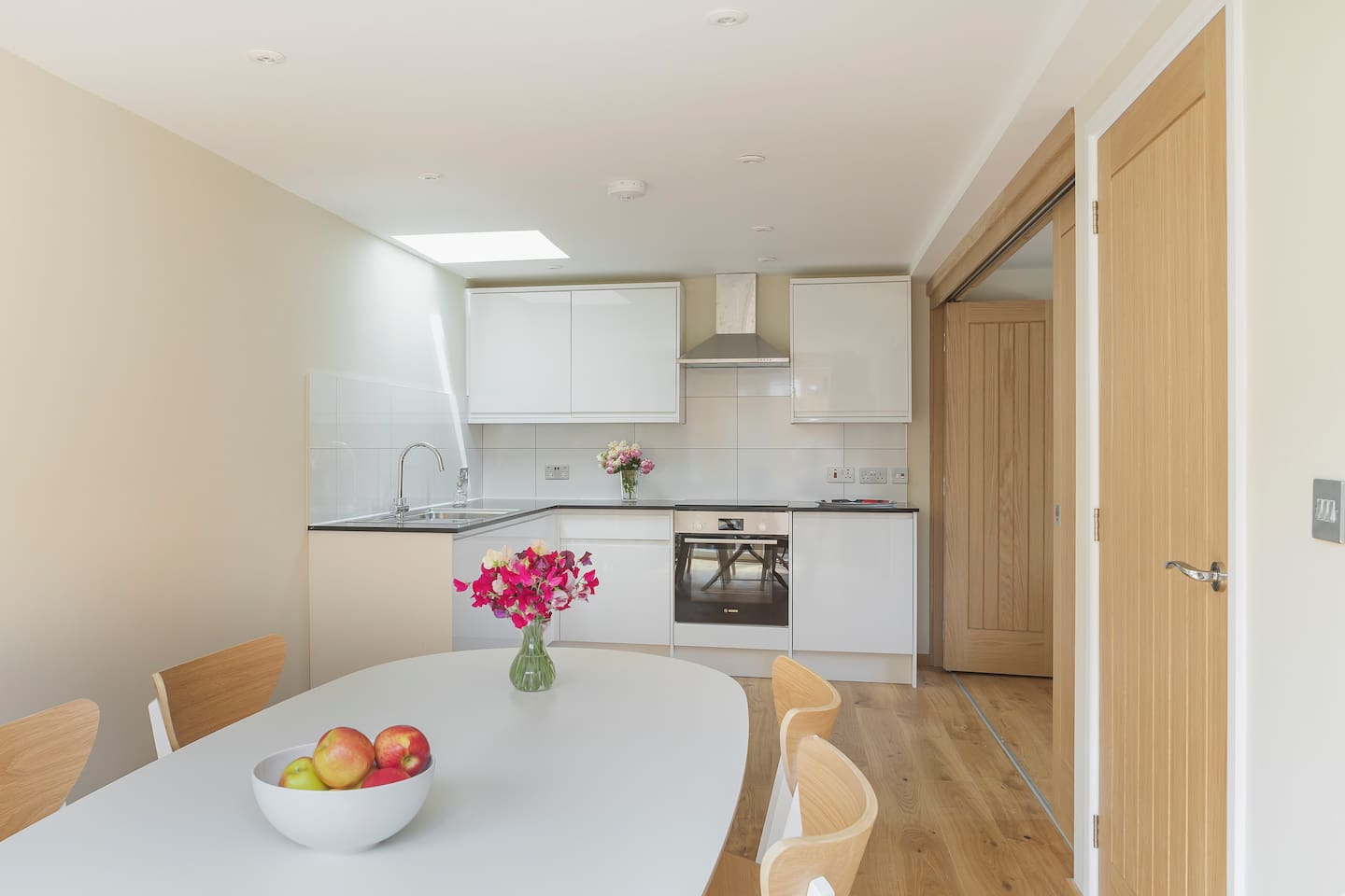 Light and bright open plan dining room/kitchen