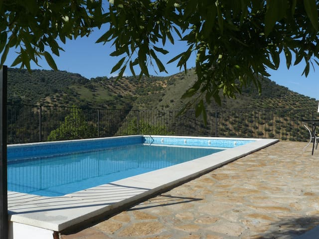 Rural house with stunning views and private views - Algarinejo
