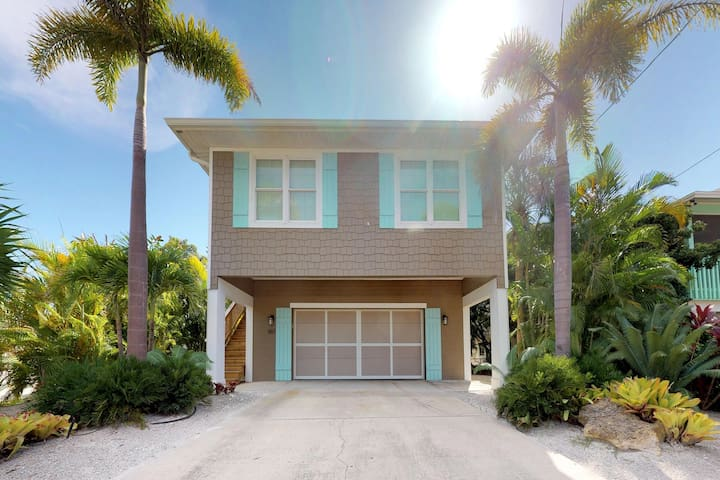 Bay side family-home w/pool, 2 blocks from Bean Point beaches