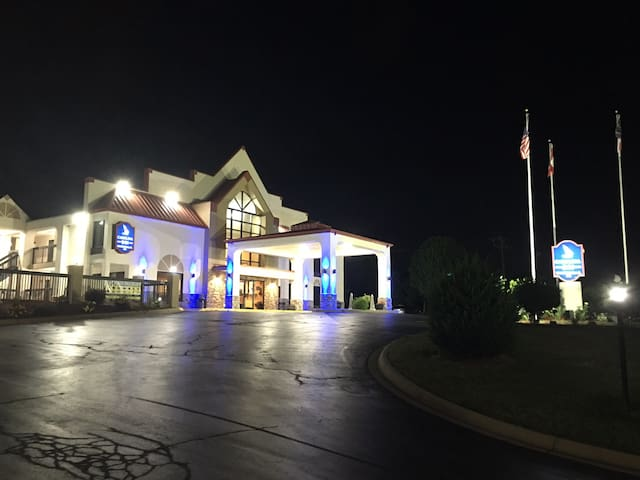 Carolina Inn & Suites of Lake Norman