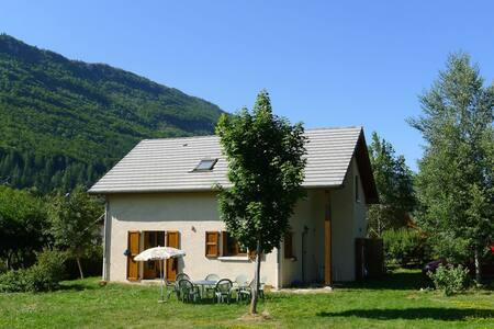 maison ensoleillée avec grand jardin - Lans-en-Vercors