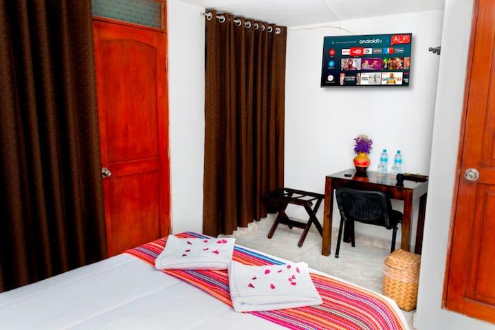 Habitación  Matrimonial  - Coca B&B Consta de :  wifi, agua caliente, TV-Cable
