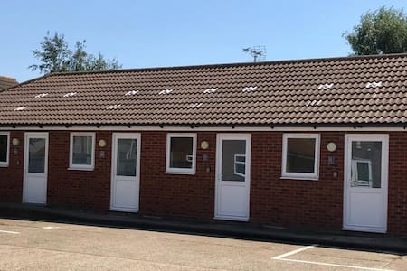 Mayland Motel - Two Bedroom Family/Twin Room  (7)