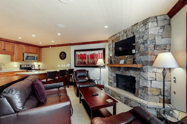 Relaxing ski-in/ski-out condo with mountain views and shared pool & hot tub