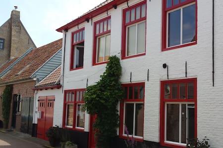 Groot en sfeervol familiehuis met tuin in Groede - Groede