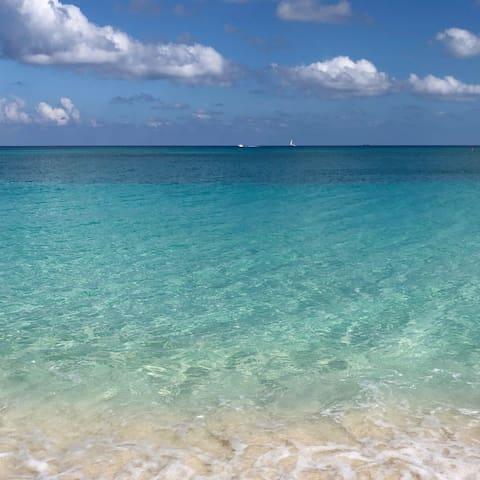 ISLAND PINE VILLAS 24 - On Beautiful 7 Mile Beach!