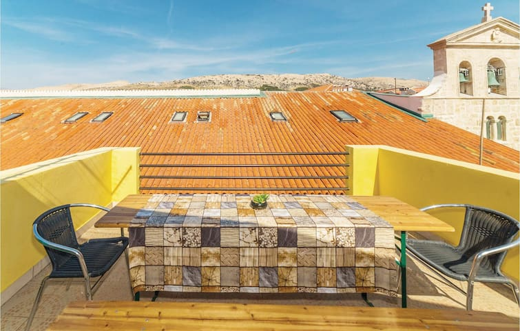 Terraced house with 5 bedrooms on 119m² in Pag