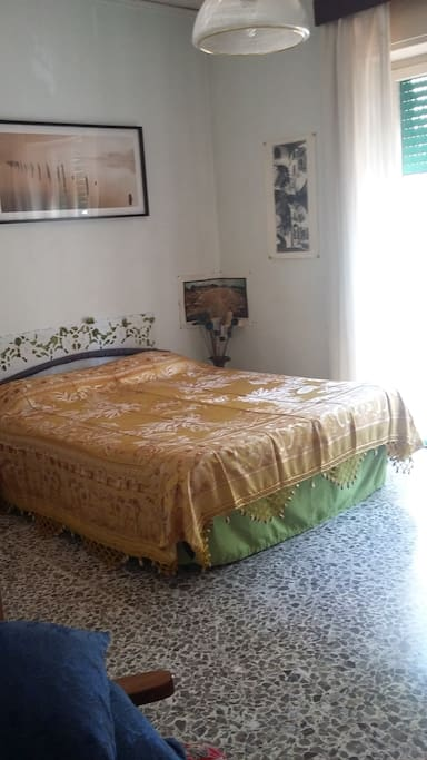 il letto con materasso in lattice e con un altro copriletto