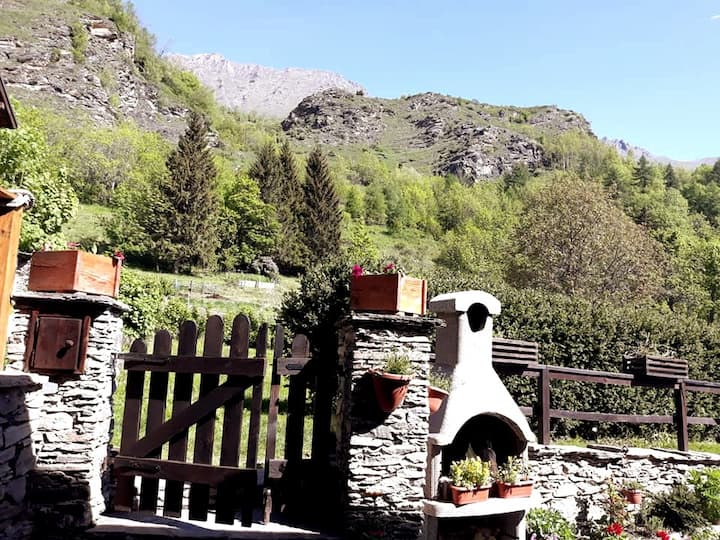 Appartamento con giardino e vista sulle montagne