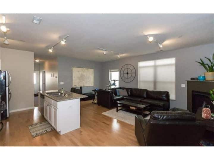Downtown Des Moines 2BR/2Bath close to everything!