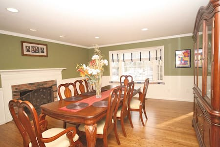 North Stamford Home For Rent - Stamford - Haus