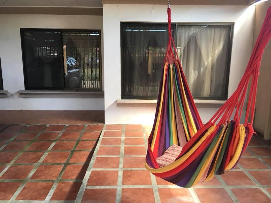 Casa Roble es una cómoda casa ubicada a 500 metros del mar, en El Roble, Puntarenas.