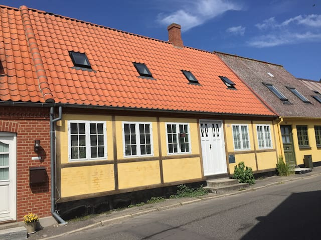 Cosy 1st floor apartment in Stege city - Stege - Daire