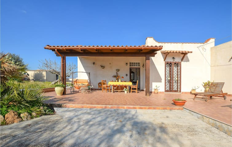 Holiday cottage with 2 bedrooms on 95m² in Marsala