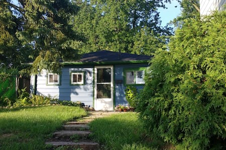 Charming Garden Cottage in town - Guelph - Cabin