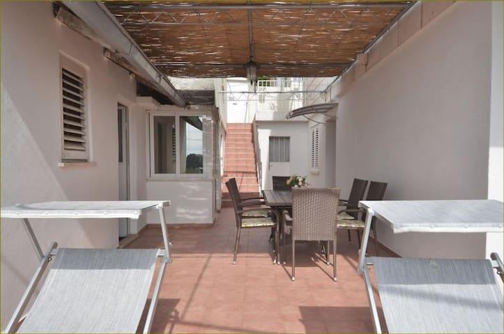 Pasko - Studio Apt with Shared Terrace