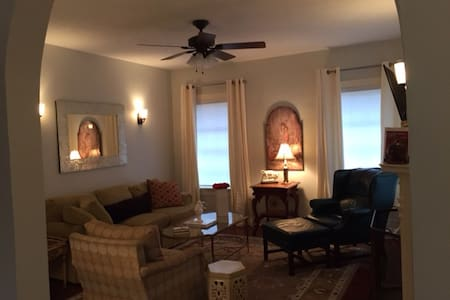 Cozy 2BD Villa in Belhaven. Completely updated. - Jackson - Casa