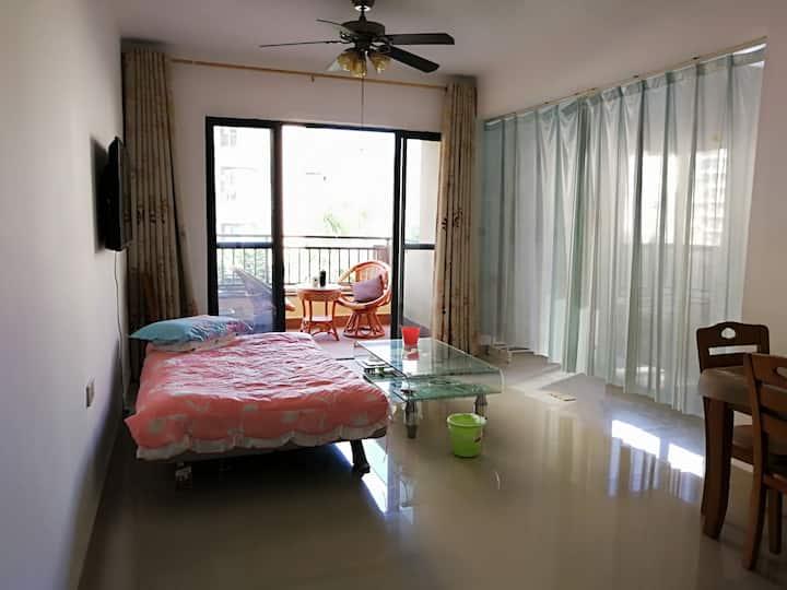 花仙子的休闲度假小屋~三亚 热带雨林气候 泳池 戏水 温泉 阳光明媚 负氧离子充沛天然氧吧
