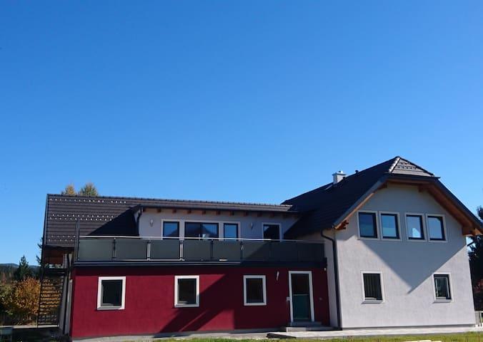 Ferienwohnung Laßhofer mit Terrasse und Garage